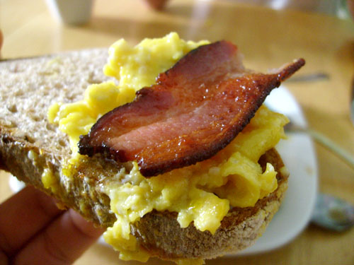 close-up-of-slow-scrambled-eggs-bacon-and-firebrand-bread