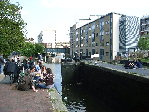 munching-along-the-canal