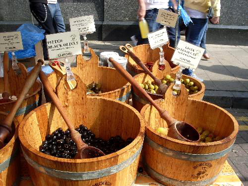 olives-for-sale-at-the-market