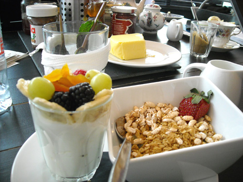 granola-fresh-fruit-mint-tea-and-butter